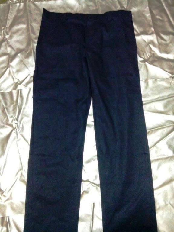 Παντελόνι από ύφασμα (τζιν) σε άριστη ποιότητα.