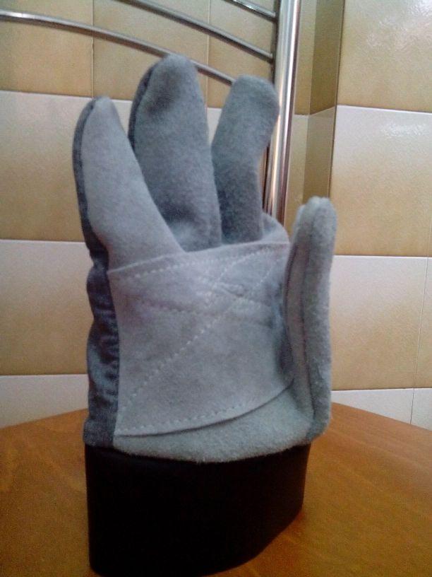 Γάντια δερμάτινα (κρούτα) ενισχυμένα στην παλάμη και αντίχειρα 30cm . Ελληνική Κατασκευή.